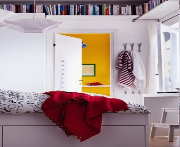 Shelves that utilize unused space