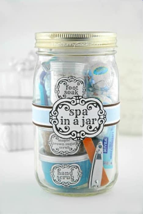 Gifts in a jar - Mason jar gift